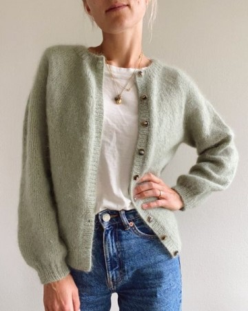 Novice Cardigan Mohair Edition | Oppskrift | PetiteKnit